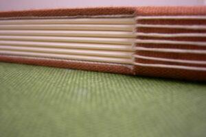 Co warto wiedzieć o wydruku i oprawie pracy dyplomowej